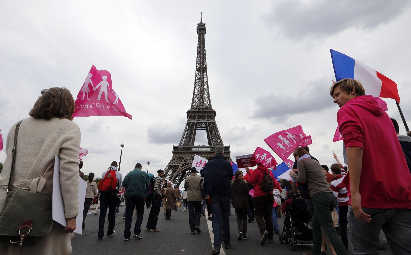 Miles marcharon en París contra el matrimonio gay