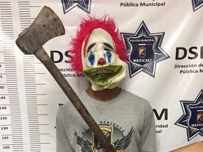 Detienen a menor de edad por asustar en Mexicali vestido de payaso