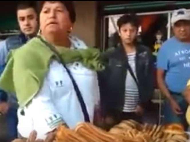 (Video) Vendedora de churros arremete contra inspectores