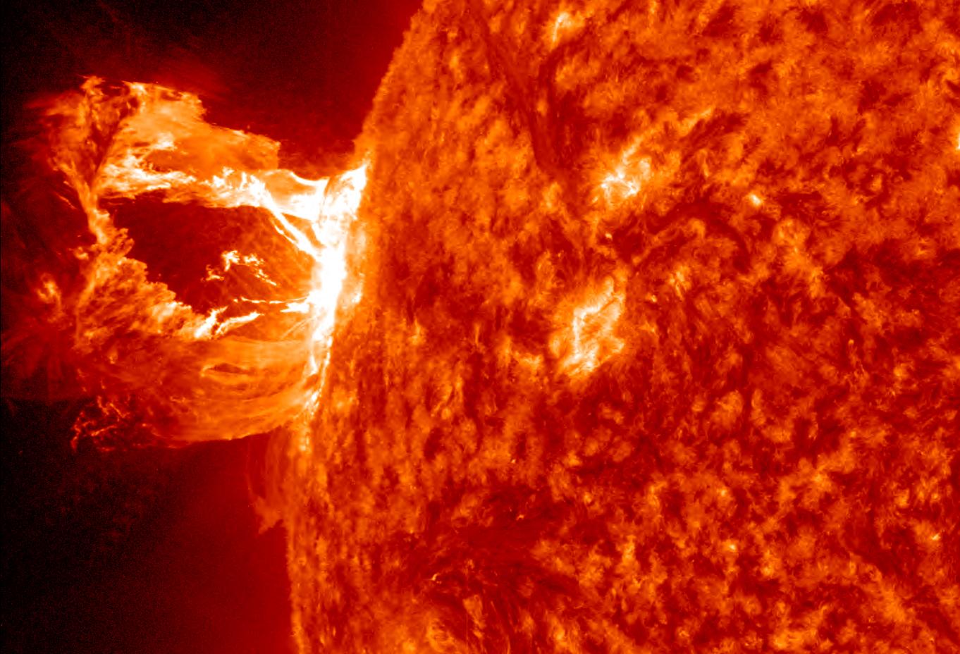 Ordena Obama prepararse ante potente tormenta solar