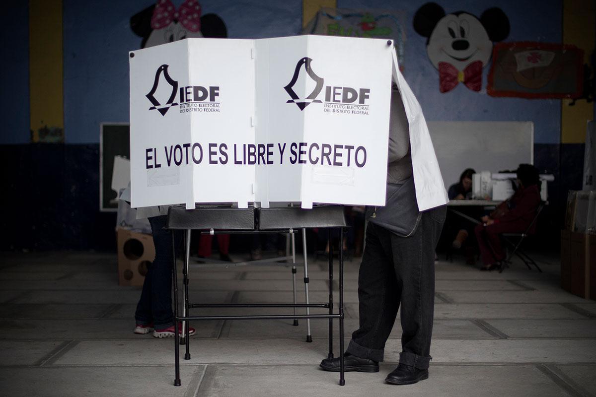 En Nuevo León prohibirán el uso de celulares en casillas electorales