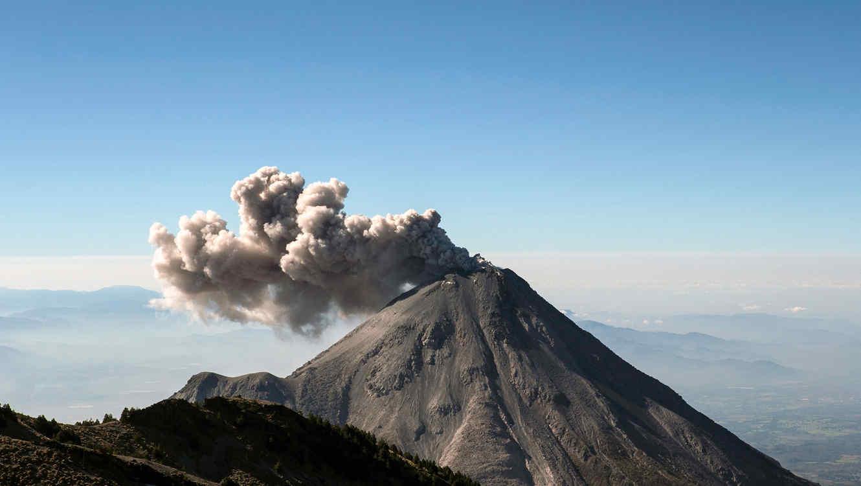 Suman 3 días de intensa actividad volcánica en Colima