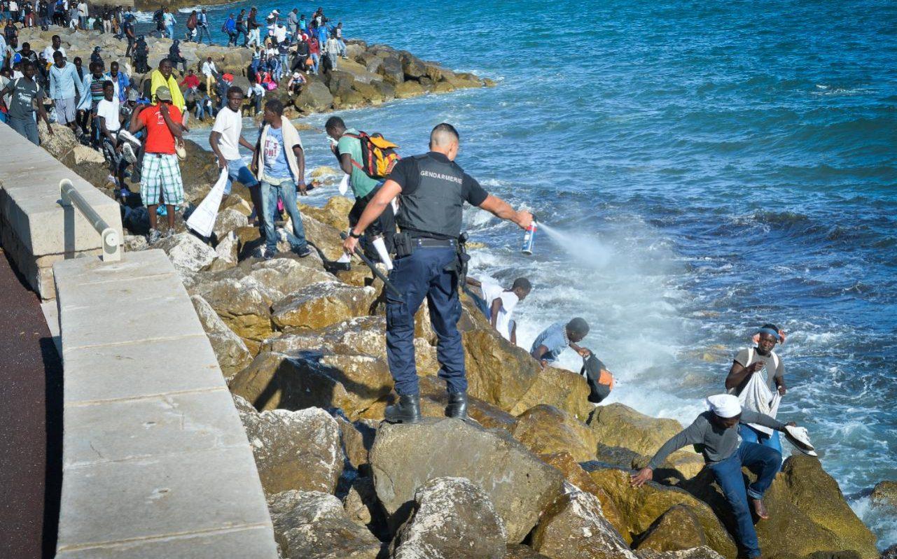 Amnistía Internacional acusa a Italia de maltrato a migrantes