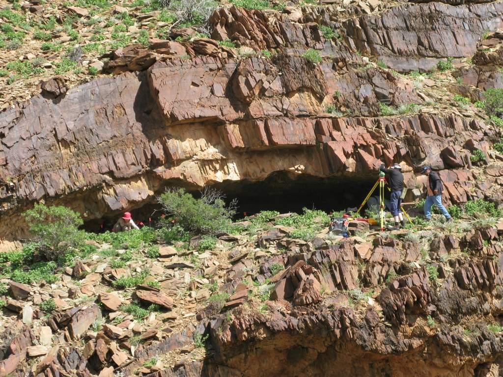 Por 'accidente' descubre cuevas de 49 mil años