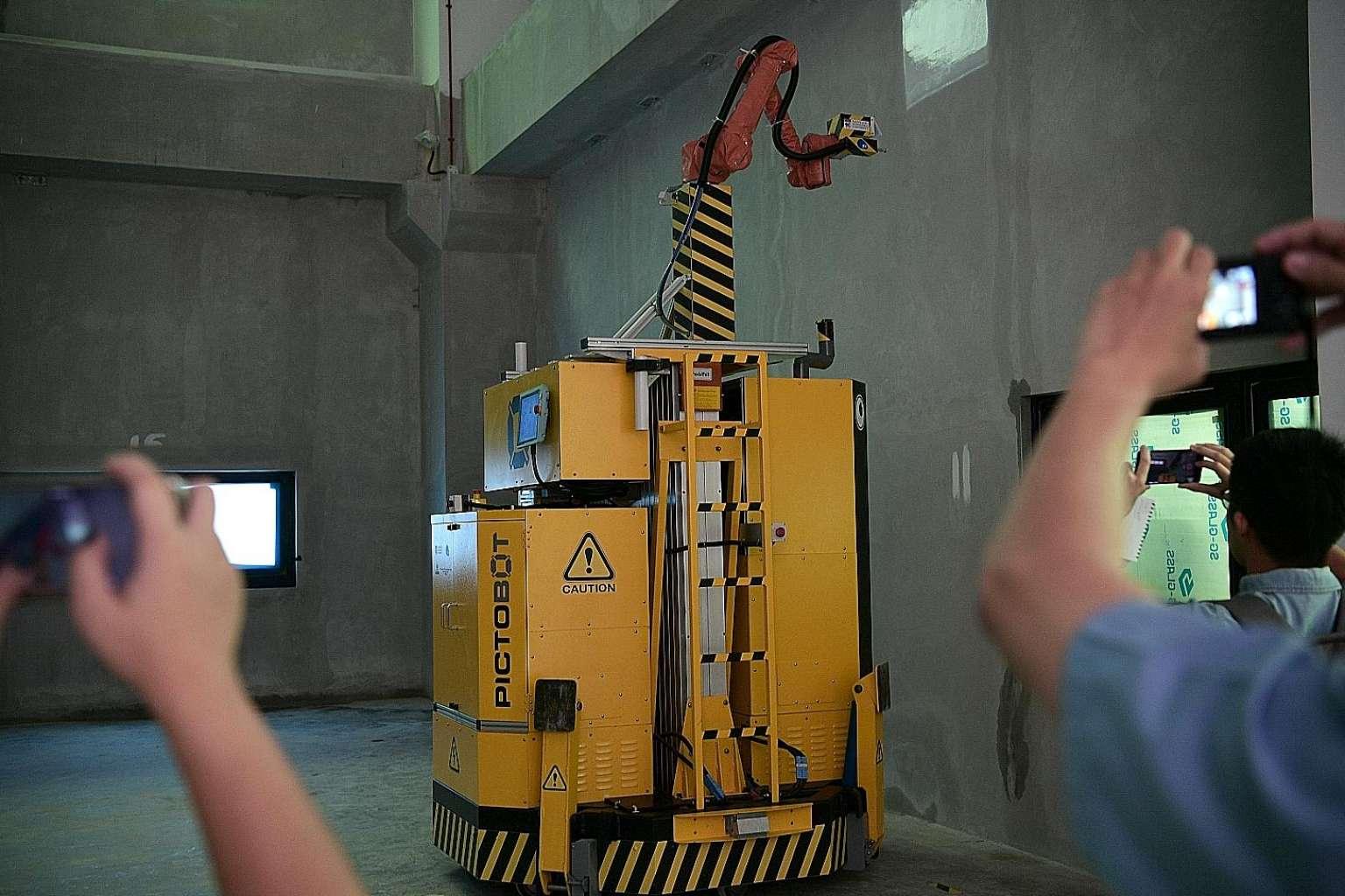 Pictobot, el robot que pinta