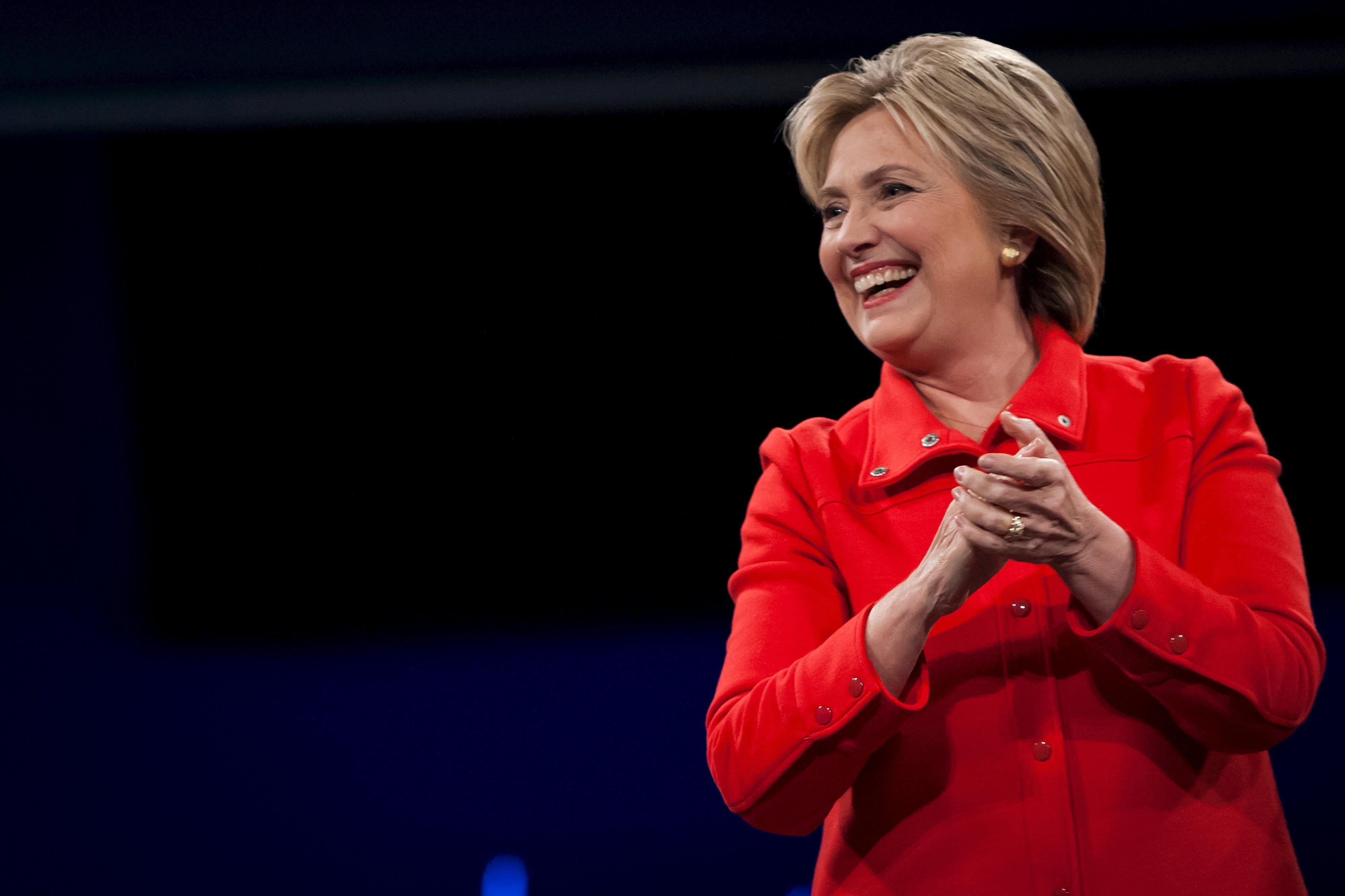 Encuestras muestran a Clinton con 4 puntos de ventaja sobre Trump