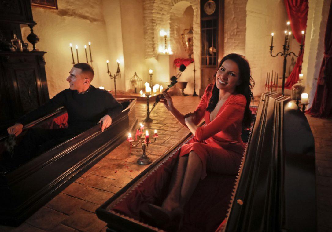 Hermanos canadienses pasaron noche de Halloween en Castillo de Drácula