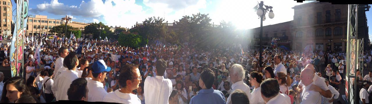 """Panistas marchan """"por la paz"""""""
