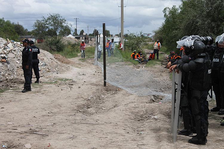 Empresa pretende bloquear camino en Noria de San José y vender vivienda de vecinos