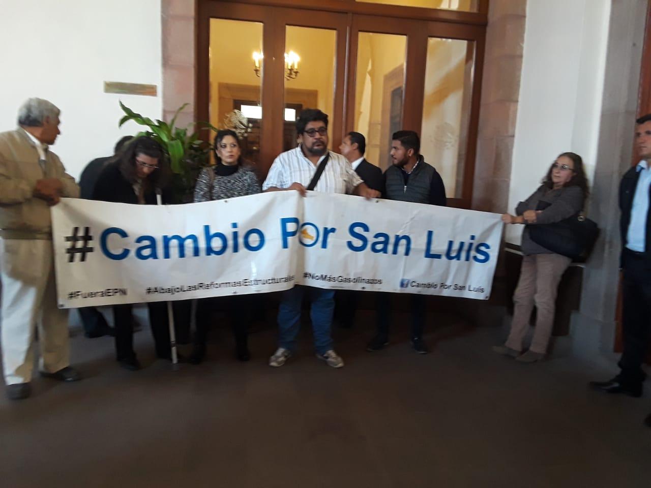 Carreras y Leal dejan plantados a ciudadanos que se oponen al aumento a tarifa de transporte