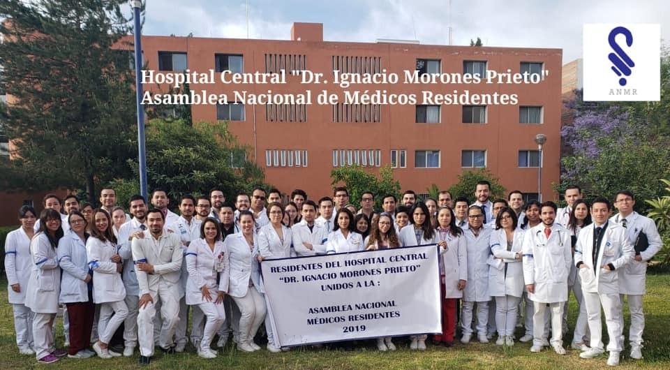 Médicos residentes del Hospital Central laboran bajo protesta