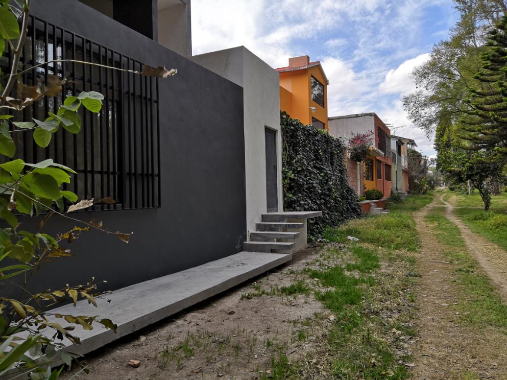 Con accesos privados, viviendas y negocios convirtieron al Parque Tangamanga I en su jardín particular