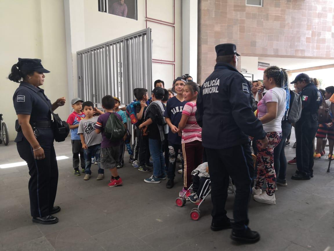Niños exigen en la UAM apoyo para 'camping' Río Españita