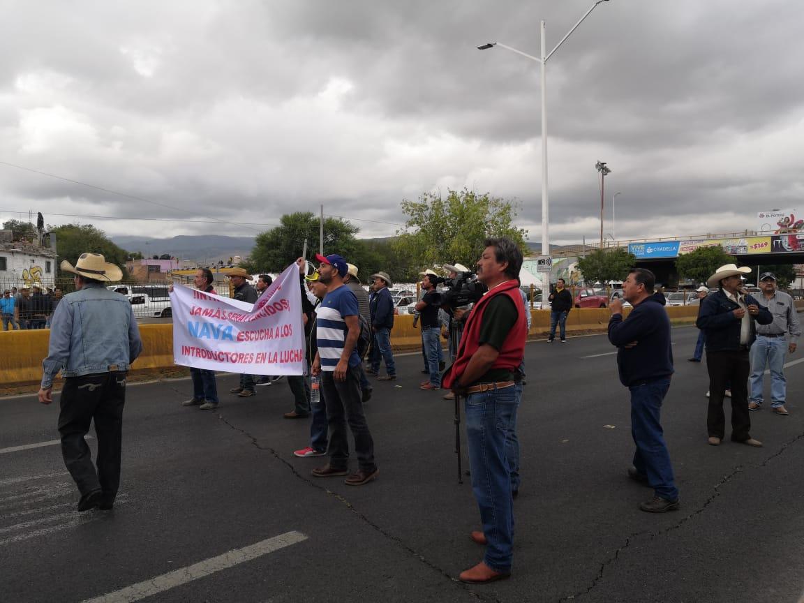 Opositores al rastro de Peñasco bloquean Salvador Nava
