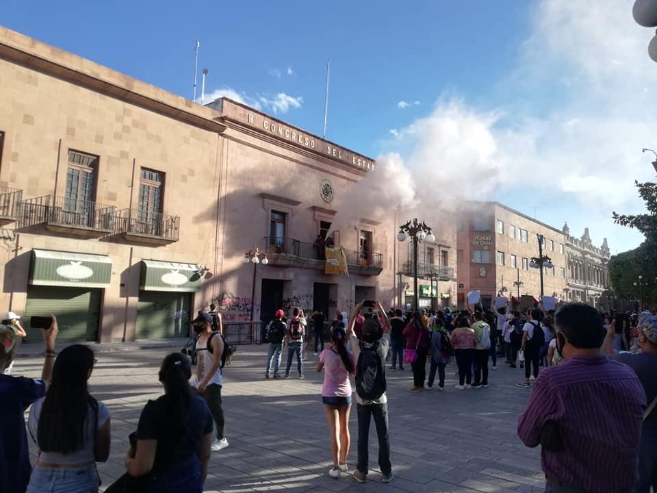 Destrozos en Congreso del Estado por manifestación contra asesinato de Giovanni López