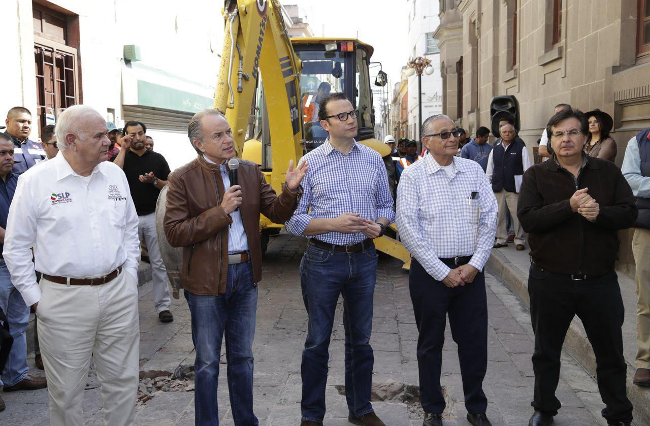 Denuncian por tráfico de influencias al alcalde capitalino y funcionario estatal