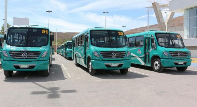 Transportistas se manifiestan por descuentos en sus salarios y falta de prestaciones