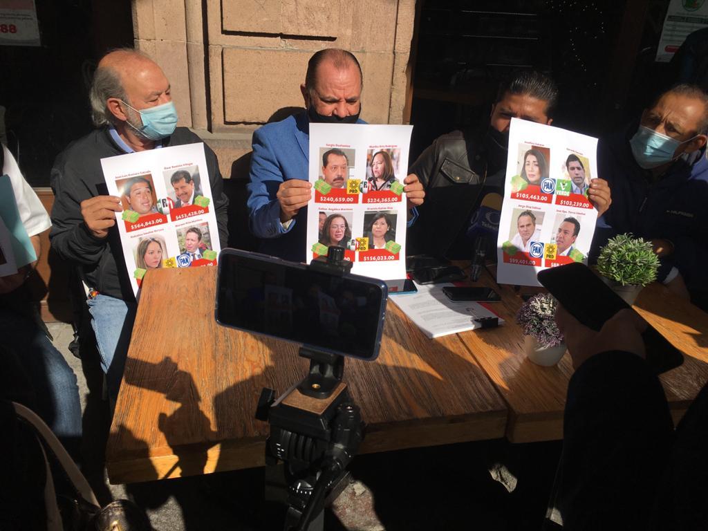 Activistas exhiben a ex diputados que simularon entregas de apoyos sociales