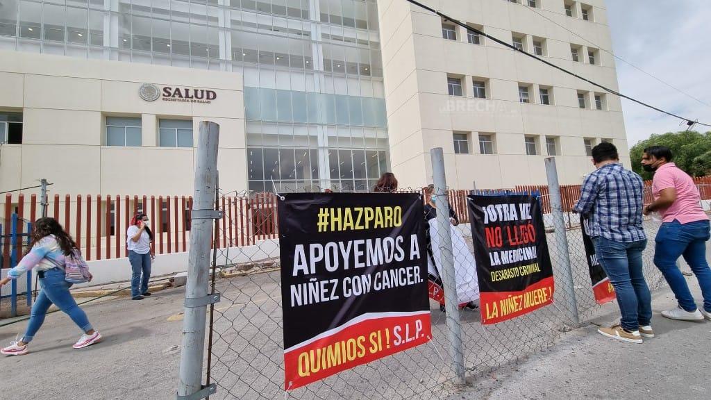 Protestan por falta de medicamentos para personas con cáncer en el Hospital Central