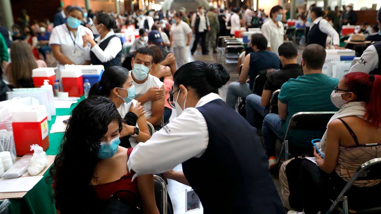 Se extendería hasta el sábado la vacunación para mayores de 18 años en la zona metropolitana