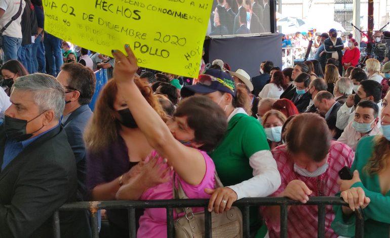 Desalojan a manifestante de toma de protesta de Gallardo